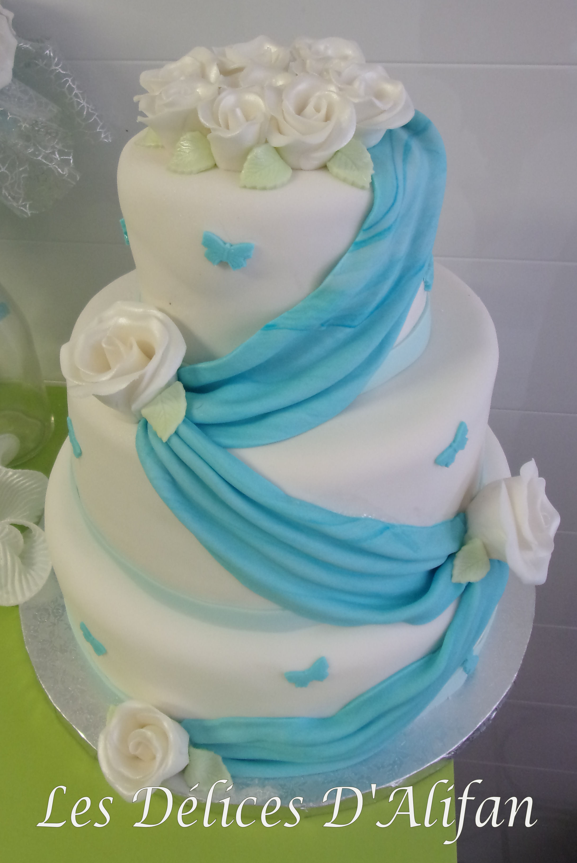 Wedding cake ivoire et turquoise for Interieur wedding cake